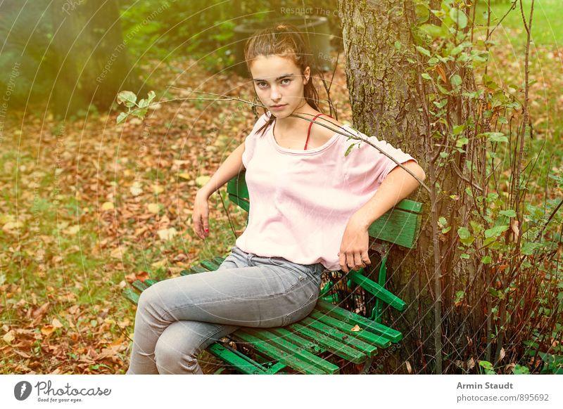 Watwillste Mensch Frau Kind Natur Jugendliche schön Baum Erholung Blatt Wald Erwachsene Herbst Gefühle feminin natürlich Garten