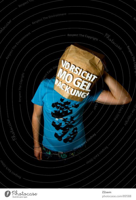 vorsicht Mogelpackung! VI Mensch Mann blau schwarz Ferne Lebensmittel braun kaufen stehen Buchstaben Industriefotografie Aussicht Ladengeschäft Vorsicht