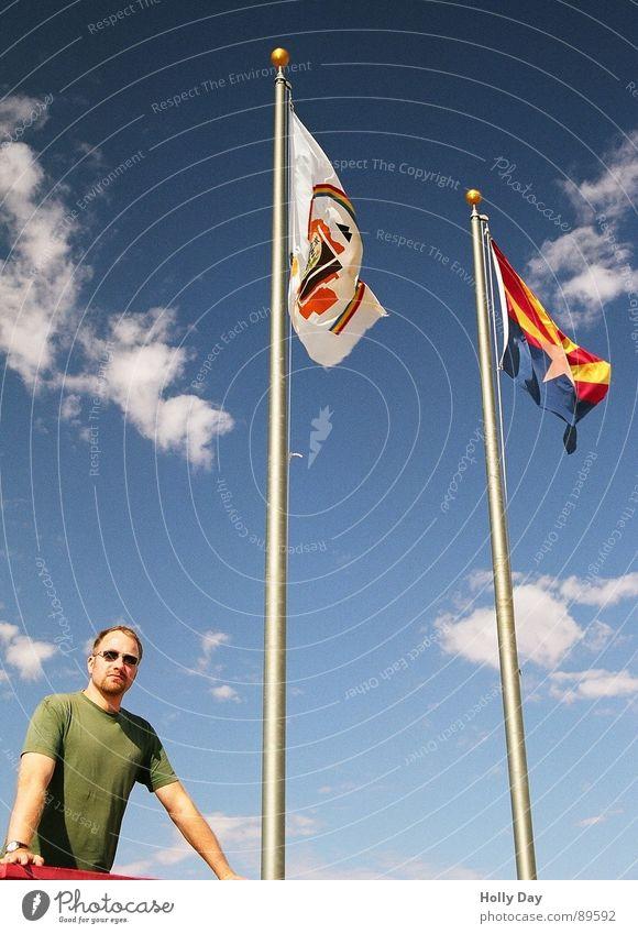 Um vier Ecken... Mensch Himmel Sommer Ferien & Urlaub & Reisen Wolken Erfolg USA Fahne 4 Denkmal Rede Sonnenbrille Tourist Blauer Himmel Nevada Arizona