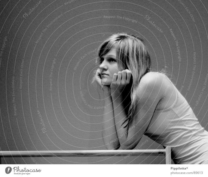 thinking Denken Langeweile nachdenken ruhig nichts zu tun abgestützt