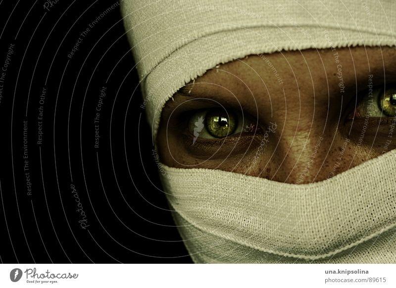 ophidienne I Frau weiß grün Auge Angst leuchten Stoff skurril Panik verpackt Verband bandagieren