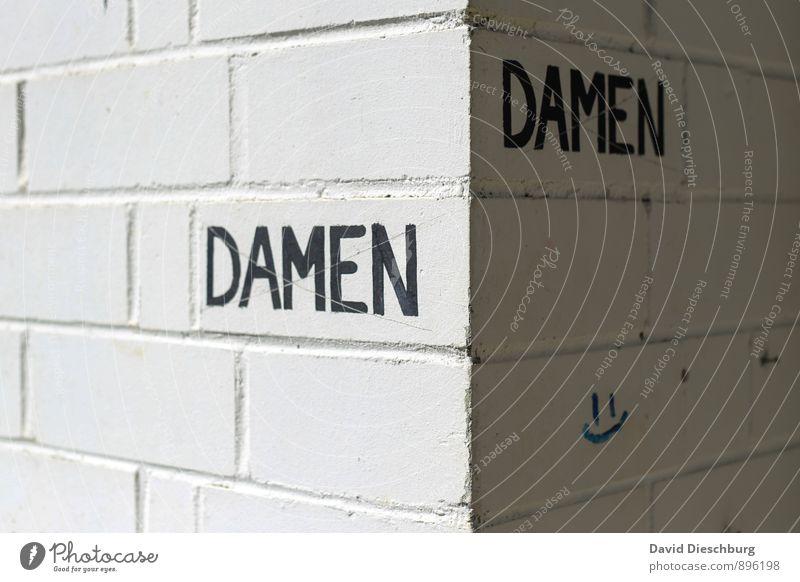DaMen? weiß Haus schwarz Wand feminin Mauer grau Stein Fassade Stadtleben Schilder & Markierungen Schriftzeichen Zeichen Toilette Toilette Dame