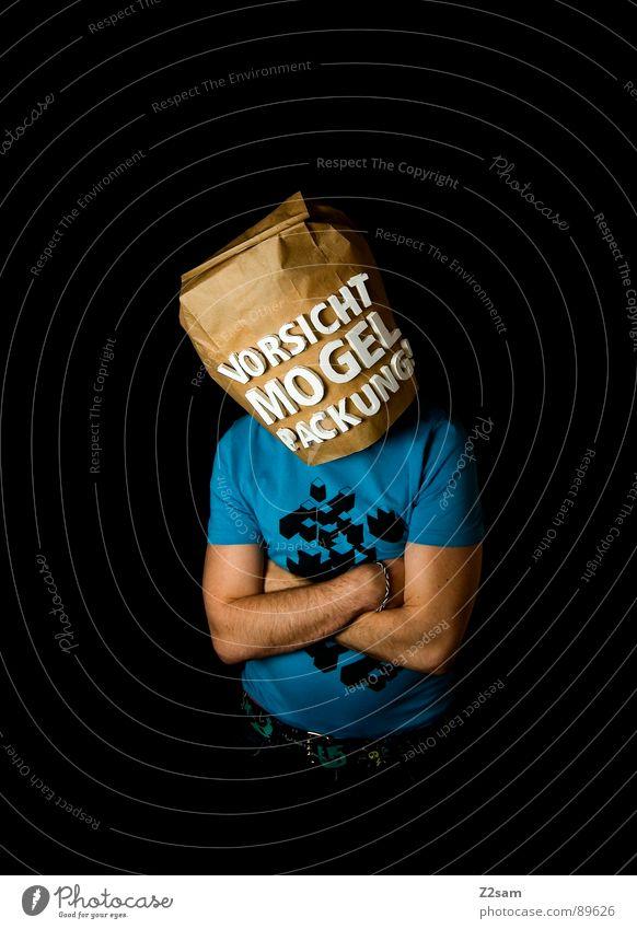 vorsicht Mogelpackung! VII Mensch Mann blau schwarz Ferne Lebensmittel braun kaufen stehen Buchstaben Industriefotografie Aussicht Ladengeschäft Vorsicht