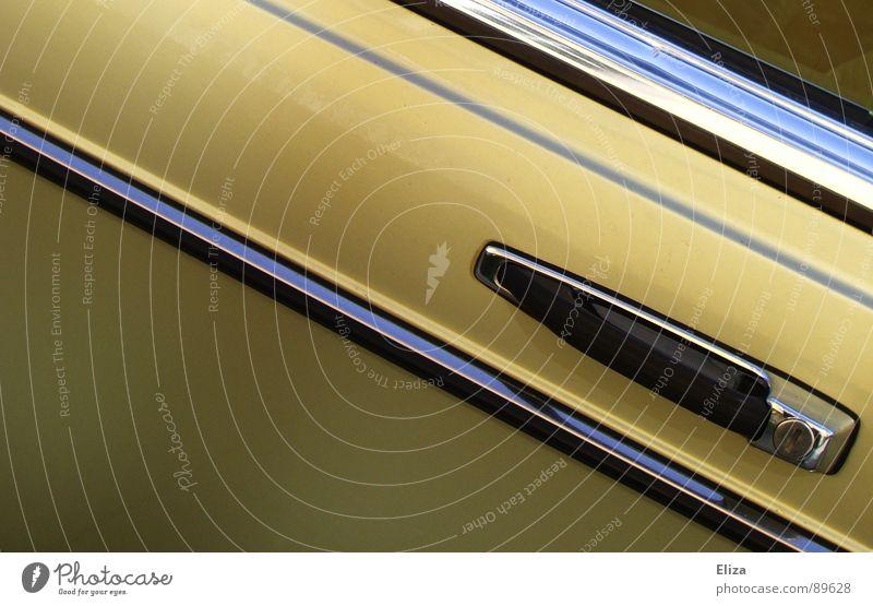 Karre schön Industrie Technik & Technologie Fenster Verkehrsmittel Fahrzeug PKW Metall Linie Streifen fahren glänzend gold Statussymbol Autotür Griff parallel