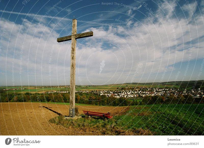 Himmelfahrt Natur Herbst Landschaft Religion & Glaube Rücken Landwirtschaft Denkmal Wahrzeichen Christentum Blauer Himmel