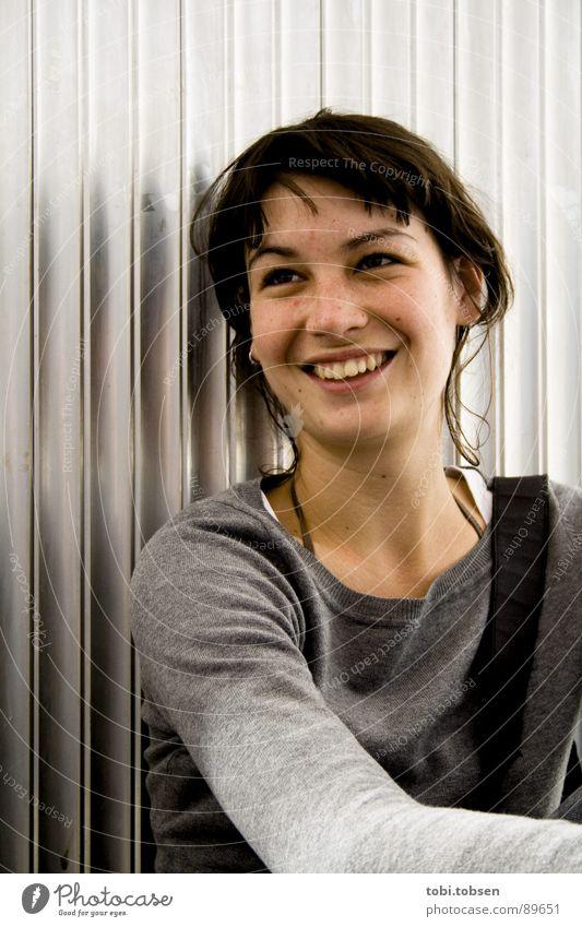 anemon #2 Frau Freude schwarz lachen grau Haare & Frisuren Haut Porträt silber Blech Aluminium