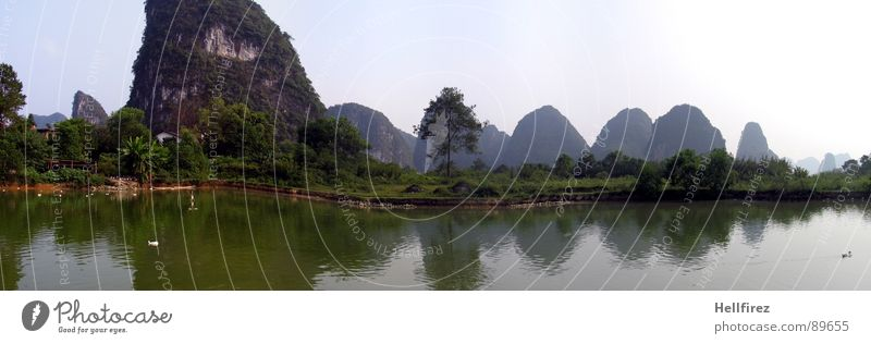 Gullin Himmel Natur grün Landschaft Einsamkeit Ferne Berge u. Gebirge Wiese Gras Nebel Perspektive Aussicht groß Rasen Fluss Asien
