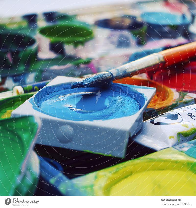 Wasserfarbe Pinsel mehrfarbig Farbkasten Kunst nass grün gelb Deckweiß knallig mischen Versuch typisch Kunsthandwerk Farbe streichen blau Kreativität