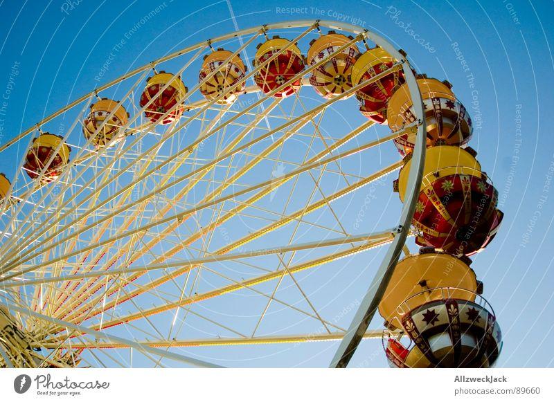 Im Himmel is Jahrmarkt 2 blau Freude Metall Flugzeug hoch Kreis rund Niveau Kindheit Dienstleistungsgewerbe Eisen Riesenrad streben Schausteller