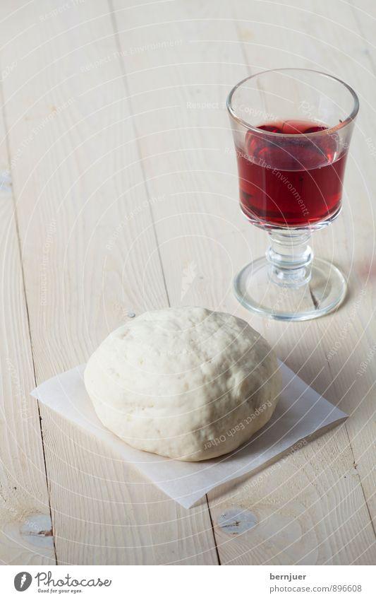 Pizza in statu nascendi Lebensmittel leer Kochen & Garen & Backen Wein gut Holzbrett Alkohol Backwaren Teigwaren Ehrlichkeit Billig roh Weinglas Rotwein