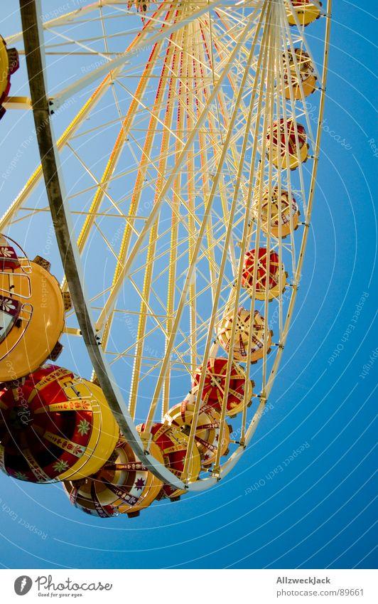 Im Himmel is Jahrmarkt 3 Riesenrad Flugzeug streben rund Familienausflug Eisen Schausteller Dienstleistungsgewerbe Freude blau Kreis hoch Niveau Metall Kindheit