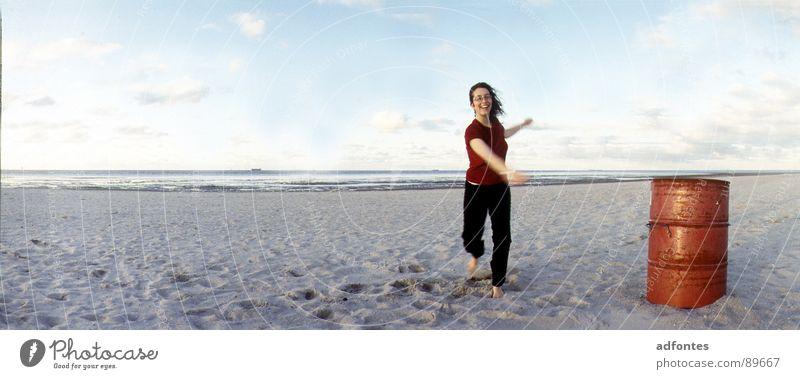 Schillig 4/ Nordsee Frau Meer Strand Tanzen Küste groß Horizont Panorama (Bildformat) Fass