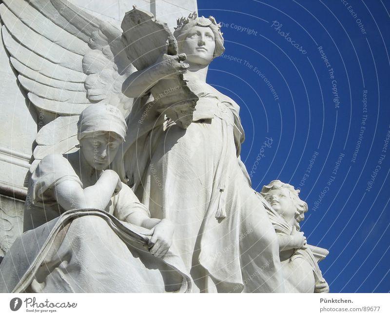 Buchhalter Frau Mensch Himmel Mann Hand blau weiß Sommer grau Haare & Frisuren Stein Kunst Feder Engel Flügel