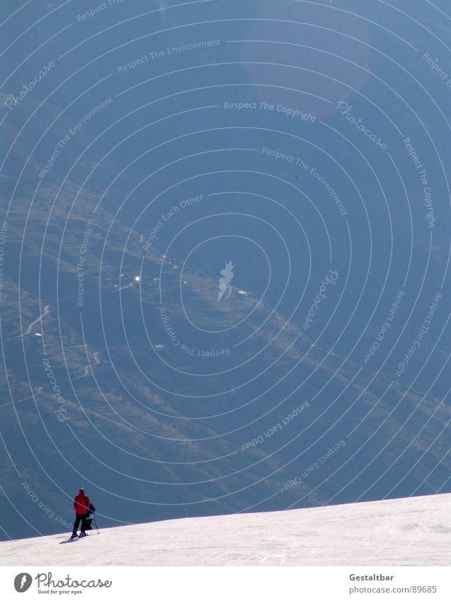Tiefschwarz blau grün rot Winter kalt Berge u. Gebirge Schnee Sport glänzend Alpen Skifahren sportlich Schweiz Skier Tal