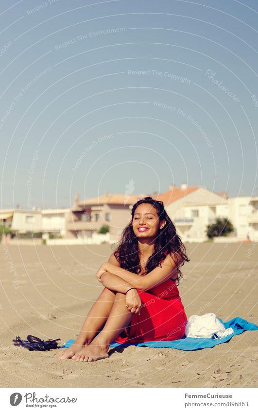 Mademoiselle_05 Mensch Frau Ferien & Urlaub & Reisen Jugendliche blau schön weiß Sommer Sonne Erholung Meer Junge Frau rot ruhig 18-30 Jahre Strand