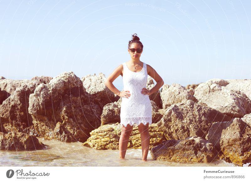 Mademoiselle_07 Mensch Frau Ferien & Urlaub & Reisen Jugendliche schön weiß Junge Frau 18-30 Jahre Ferne Erwachsene feminin Küste Felsen Mode elegant