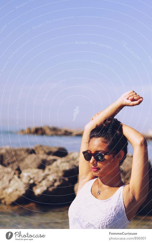 Mademoiselle_04 Mensch Frau Ferien & Urlaub & Reisen Jugendliche schön Sommer Sonne Erholung Meer Junge Frau ruhig 18-30 Jahre Strand Ferne Erwachsene feminin
