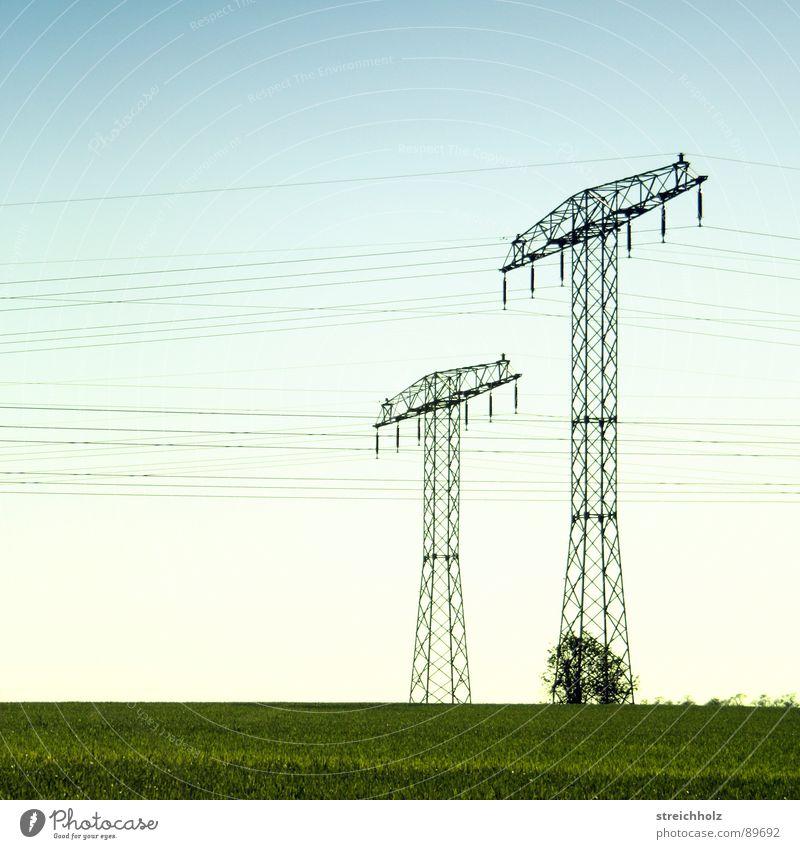 Fernstrom 3 Optimismus Wiese Hoffnung Dorfwiese Gras Reichweite grün Gemeindeland Spannweite Ferne resignieren Waldwiese Ausmaß Strommast Stahl Industrie