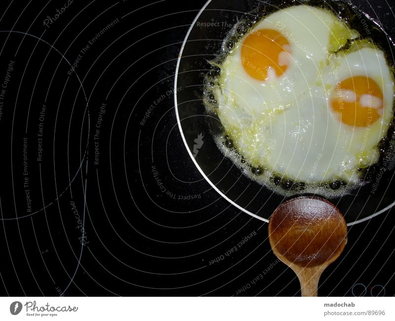 FRÜHSTÜCK DU STÜCK Spiegelei Frühstück Speise Eigelb Löffel Pfanne Ernährung rund Küche Student Kreis egg eggs Eiklar Kochplatte Strukturen & Formen round