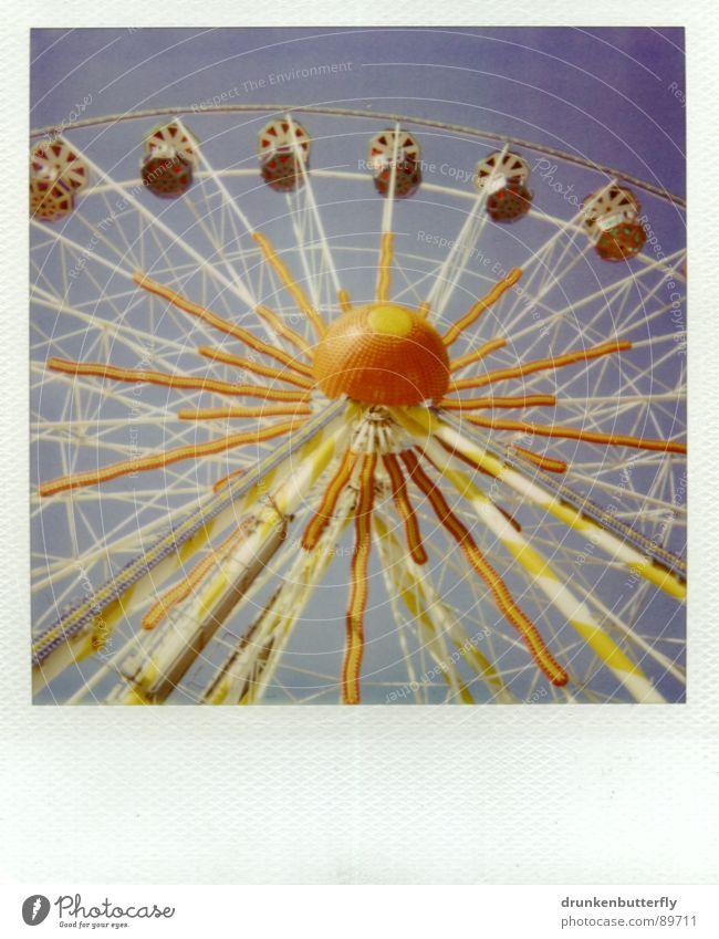 himmelhochjauchzend Himmel blau Sommer Freude gelb orange Kreis Polaroid Freizeit & Hobby Jahrmarkt drehen Riesenrad kreisen