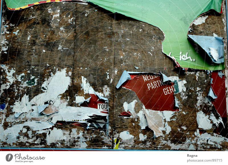 Paper Plakat Papier kaputt Klebstoff Holz Wand Werbung paper alt schäbig Mauer