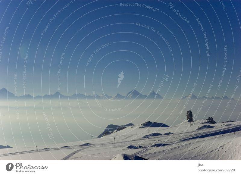 Wallisser Alpen Aussicht Gipfel steil Nebel Nebelmeer Wolken Glacier Nationalpark Gletscher Skipiste Morgen Skilift Winter Physik Berge u. Gebirge Ferne Spitze
