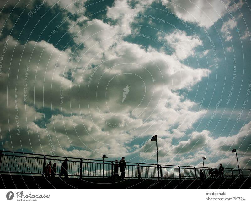 ÜBERQUEREN Mensch Himmel blau Sommer Sonne Wolken kalt Leben Herbst Bewegung Freiheit fliegen gehen oben Zusammensein Wetter