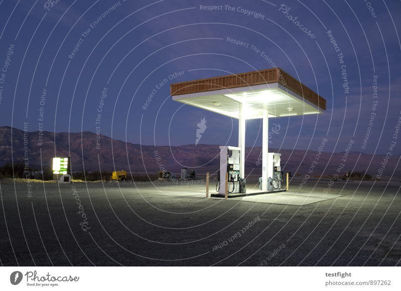 tankstelle (bei dunkelheit) Natur alt Landschaft Umwelt Straße Verkehr Wüste Verfall Verkehrswege Dienstleistungsgewerbe Oase Tankstelle tanken Zapfsäule