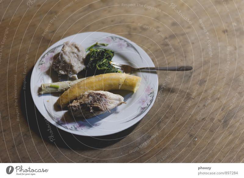 Sicken, Kumu, Banana na Pitpit Lebensmittel Fleisch Gemüse Essen Abendessen Geschirr Teller Gabel Totes Tier Erholung füttern genießen sitzen außergewöhnlich