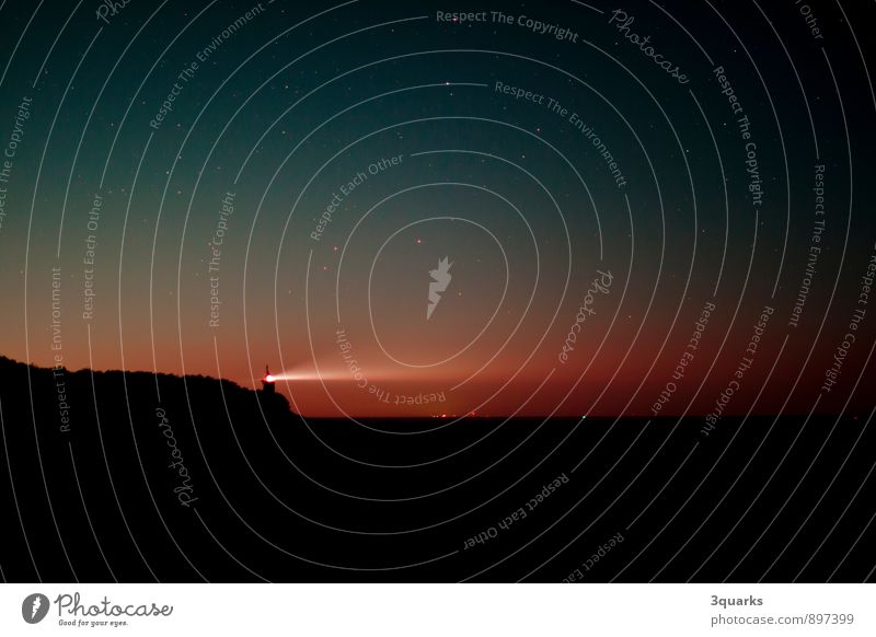 Nachthimmel über St. Peter-Ording mit Böhler Leuchtturm Strand Horizont Weltall Astrofotografie böhler leuchtturm Astronomie stern sterne sternfeld