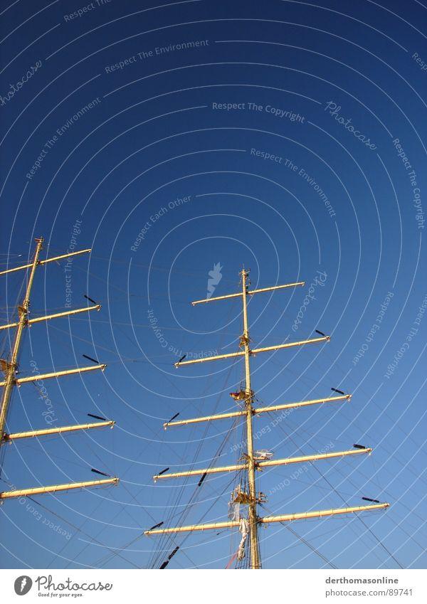 Masten Himmel Wasser blau weiß gelb Wasserfahrzeug frisch Seil groß Hafen Schönes Wetter Schifffahrt Strommast anstrengen Segel Segelboot