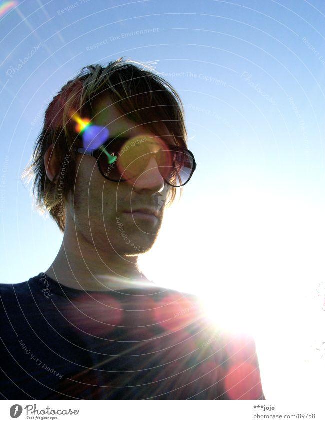 r.e.f.l.e.x.i.o.n.s. Himmel Mann Jugendliche Sonne Wärme Coolness Brille Körperhaltung Physik Sonnenbrille Selbstportrait Himmelskörper & Weltall Dreitagebart
