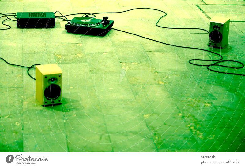 kann ma' jemand umdrehn grün Musik Medien Konzert Rockmusik Schallplatte Plattenspieler Installationen Straßenmusiker