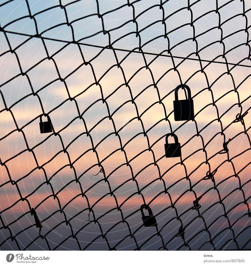 Versprechungen Himmel Herbst Liebe Wege & Pfade Horizont Freundschaft träumen Zusammensein Kommunizieren Schönes Wetter Romantik Unendlichkeit Netzwerk Zaun Zusammenhalt Netz