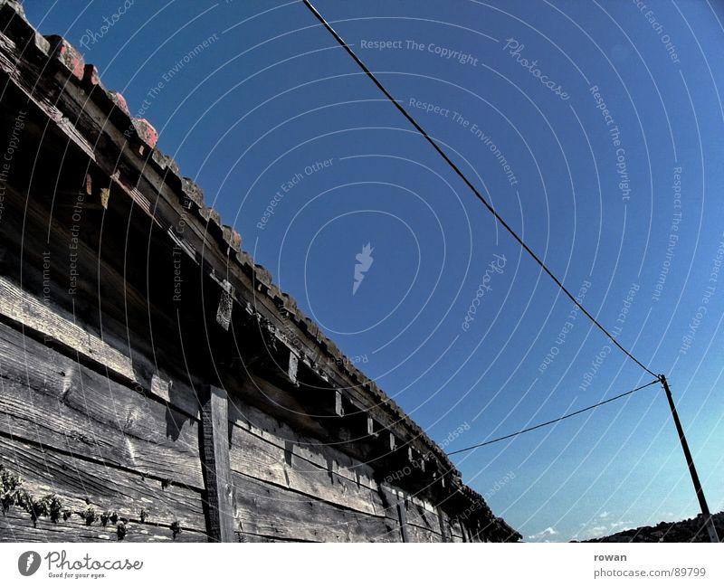 Schuppen alt Wand Holz Wärme wandern Kabel Physik Vergänglichkeit verfallen Amerika Hütte Strommast Scheune Dachboden Holzhaus Baracke