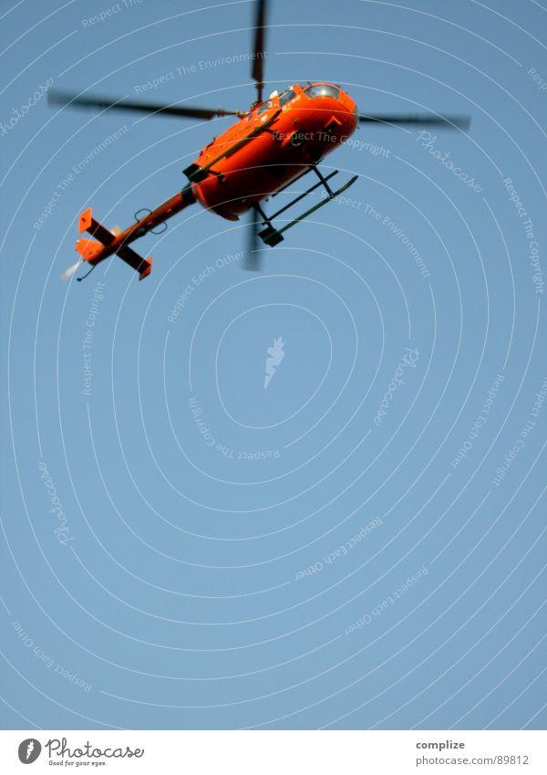 flug zeug! Hubschrauber Flugzeug Notarzt Arzt Rettung Lebensrettung Retter Luftverkehr Vertrauen orange blau Blauer Himmel heli flugerät Rotor crash
