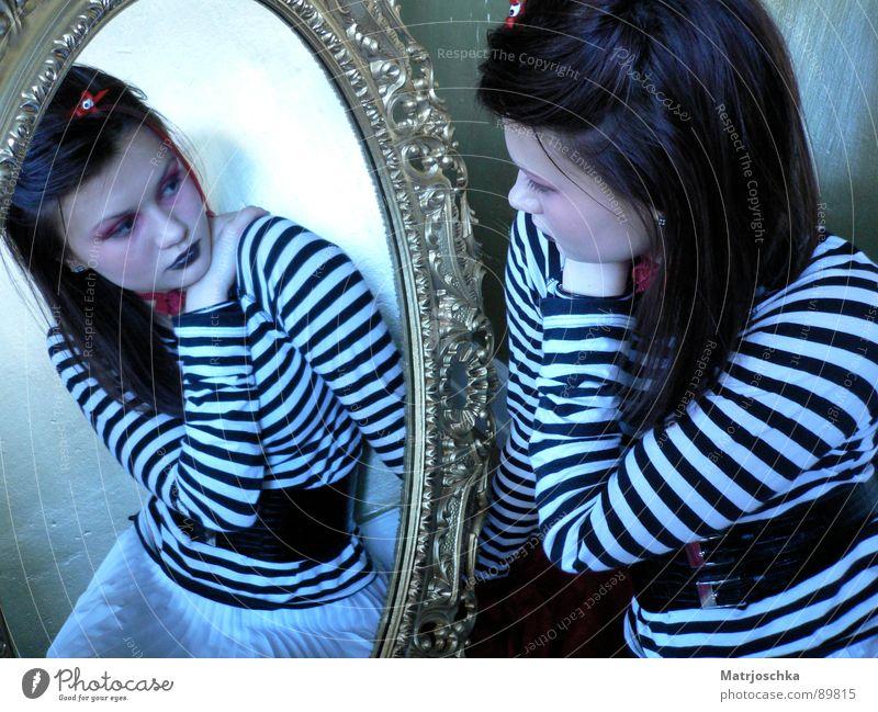 Spieglein, Spieglein... Mensch Hand feminin Leben Stil Traurigkeit Denken Mode gold Streifen Trauer Vertrauen Spiegel Verzweiflung selbstbewußt Gotik