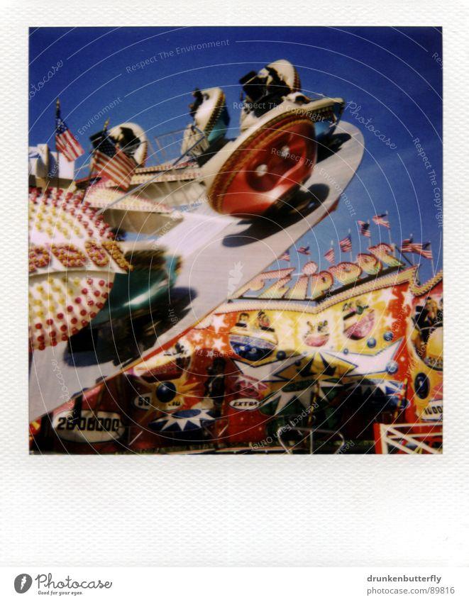 woooosh Himmel blau Freude Spielen Luft fliegen Jahrmarkt Polaroid drehen kreisen Karussell schwindelig