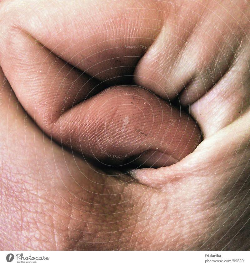 fingerknick Mann Natur Hand Linie Kraft Haut Finger Sicherheit nah kaputt Wut festhalten Falte eng Faust