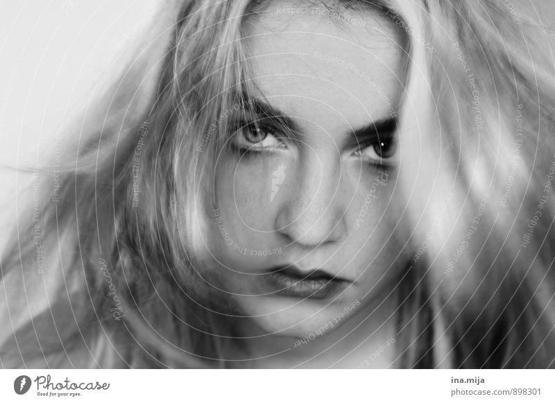 stark Mensch feminin Junge Frau Jugendliche Erwachsene Haare & Frisuren Gesicht 1 18-30 Jahre 30-45 Jahre langhaarig Coolness Gefühle Stimmung Tapferkeit