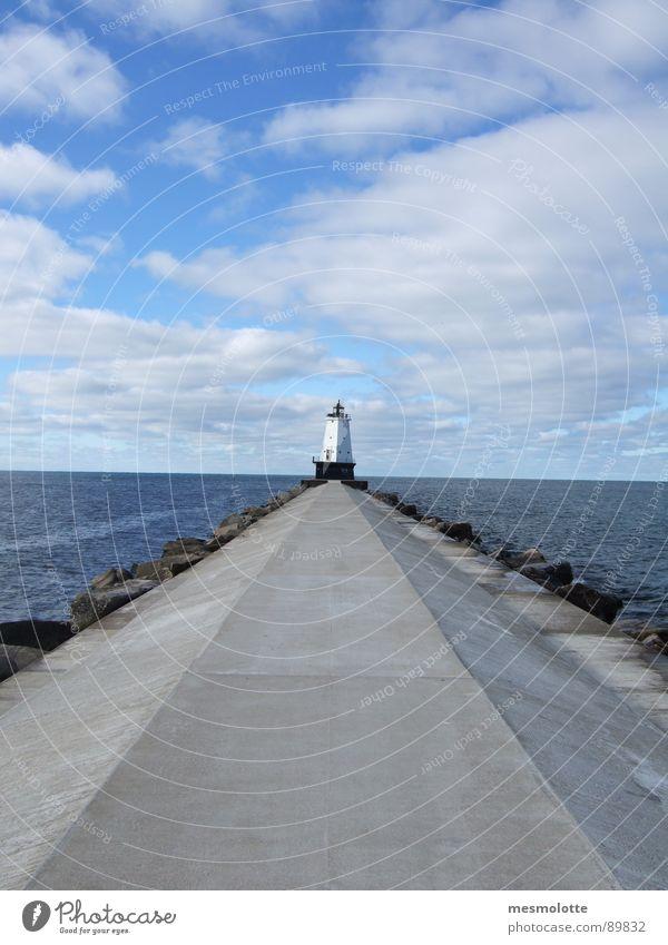 Lake Michigan Leuchtturm Steg Horizont Wolken Nordamerika USA Große Seen Ferne