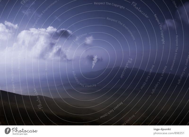 Dunkel und Ungewiss Natur Pflanze Landschaft Wolken dunkel Umwelt Berge u. Gebirge Herbst natürlich träumen Luft Nebel Klima Urelemente Abenteuer Unendlichkeit