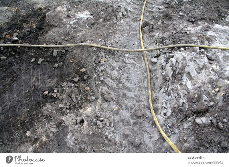 Schlauch Wasser gelb Garten Sand Rücken Erde Trauer Güterverkehr & Logistik Baustelle Landwirtschaft Handwerk Mond Verzweiflung Mischung Leitung