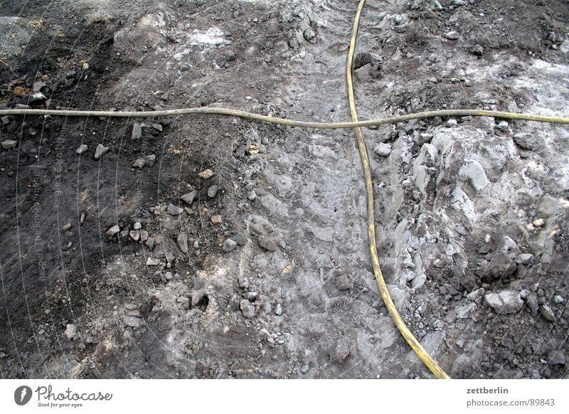 Schlauch Wasserrohr Schlaufe Umweg weitläufig gelb Versorgung Güterverkehr & Logistik Landwirtschaft Blühende Landschaften Baugrundstück Ausgabe Baustelle