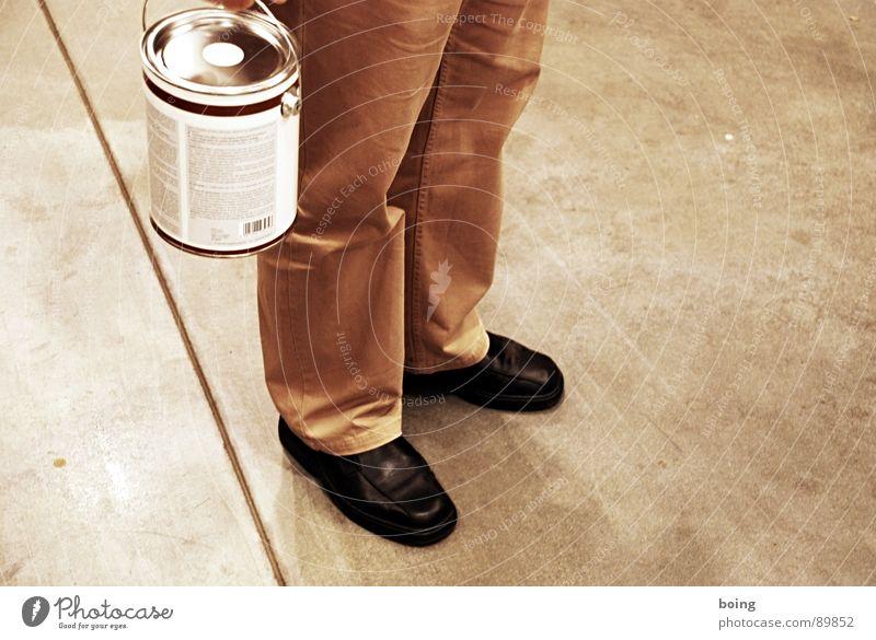 Geheimnisträger und Schönfärber malt eine 321 lange Linie Farbe Farbstoff warten Beton Industrie Fabrik Tropfen streichen Dienstleistungsgewerbe Handwerk Erdöl Dose Anstreicher Handwerker Topf Aufenthalt