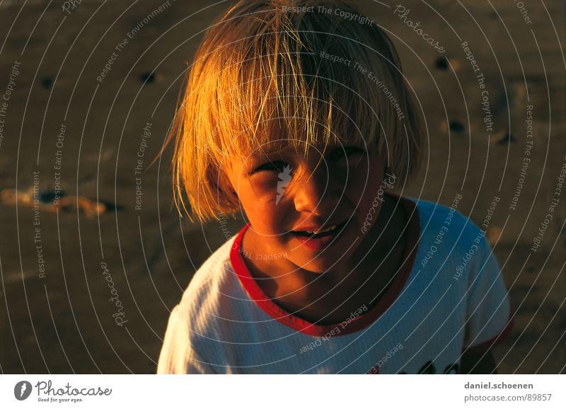 mein Sonnenschein Kind Mädchen rot Sommer Strand Gesicht Ferien & Urlaub & Reisen Auge gelb lachen Wärme Sonnenuntergang