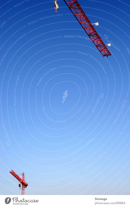 Kräne unter sich Himmel blau rot Haus 2 klein hoch Industrie Niveau Baustelle Gesellschaft (Soziologie) Kran Verabredung Trennung Haken