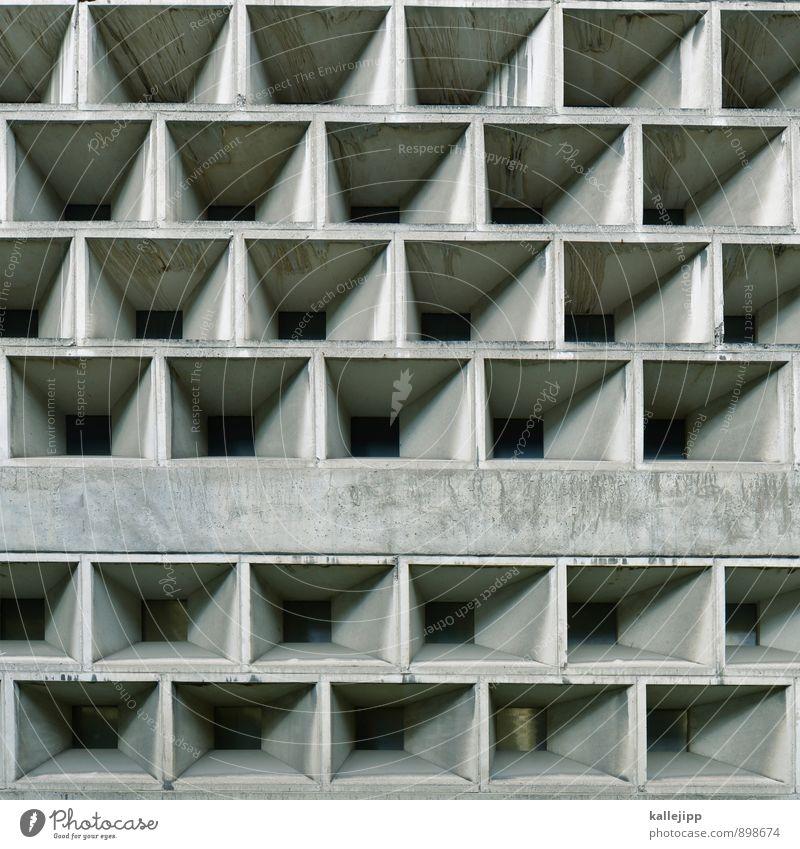 monotonie in der südsee Mauer Wand grau Beton Fassade Fächer Autofenster trist Rechteck Geometrie Farbfoto Gedeckte Farben Außenaufnahme Licht Schatten Kontrast