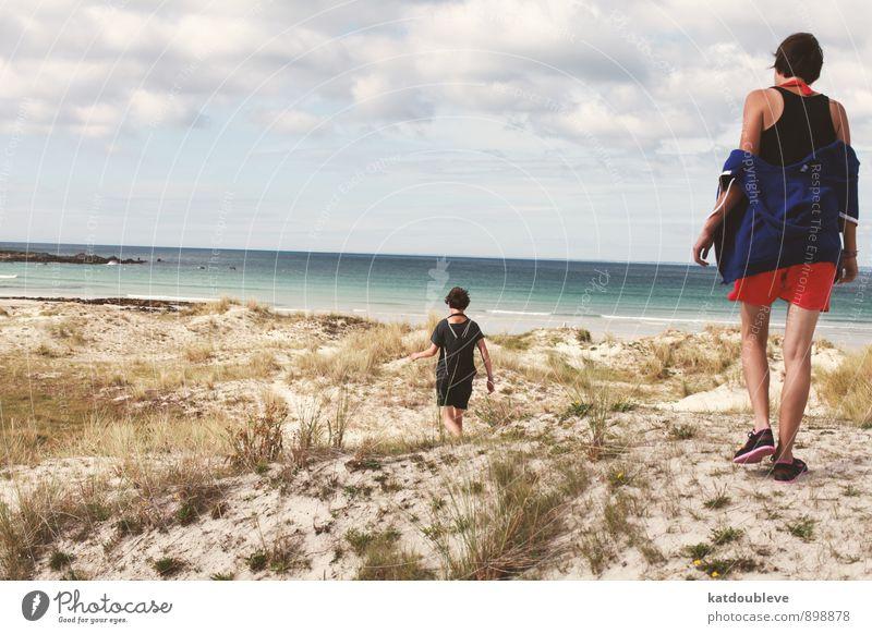 les deux Mensch Sommer Sonne Landschaft Strand Ferne Küste Glück Zufriedenheit wandern Fröhlichkeit Schönes Wetter heiß Sommerurlaub