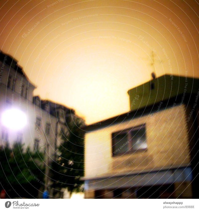 ufo over bergedorf schwarz dunkel grau braun Angst Hamburg Nachthimmel Wissenschaften außergewöhnlich Laterne obskur UFO zittrig
